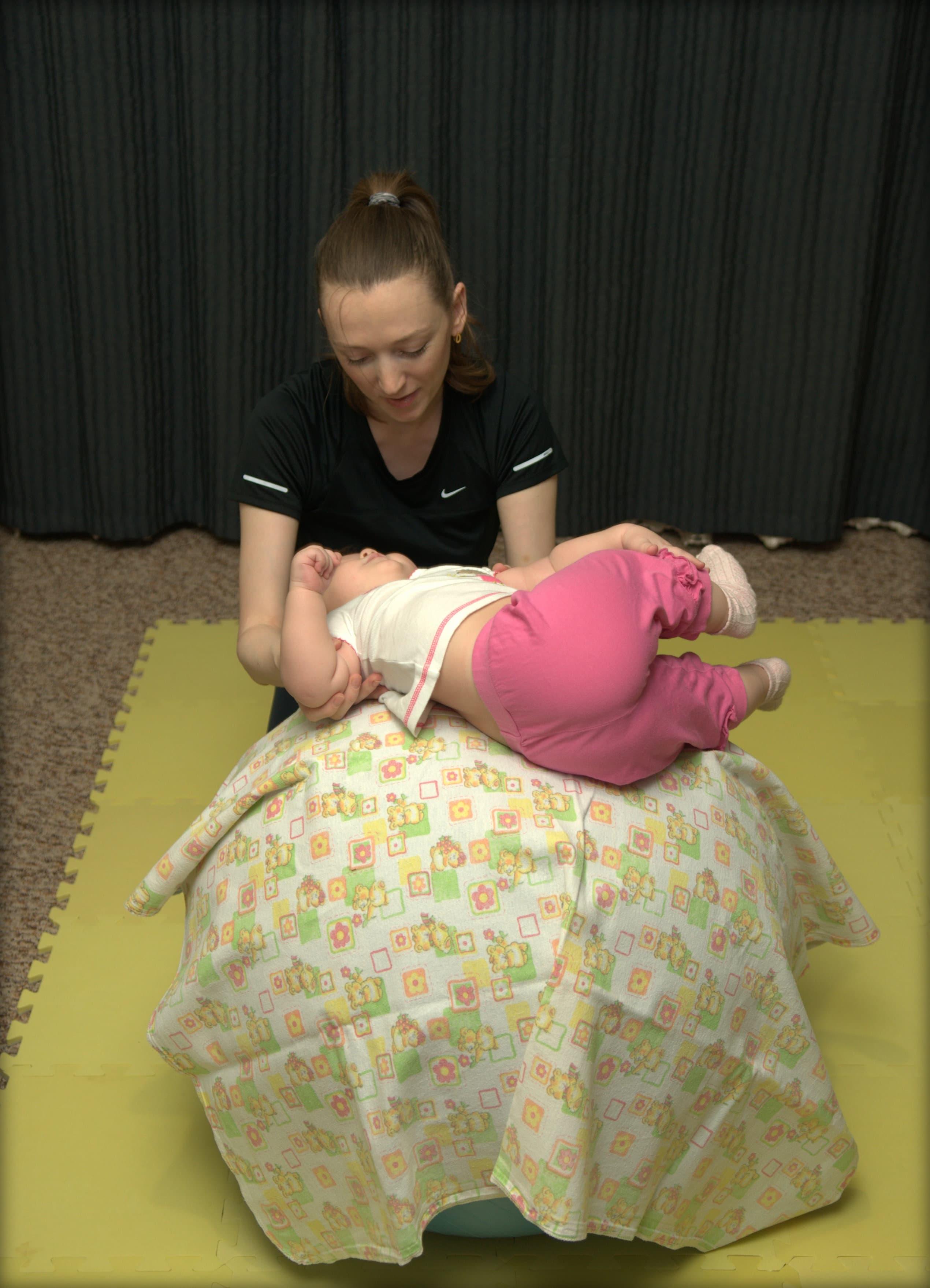 Как учить садиться ребенка