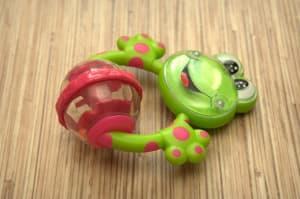 погремушка-лягушка