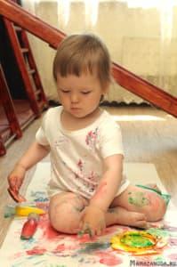 Бессмысленные каракули Яны. 1 год 2 месяца